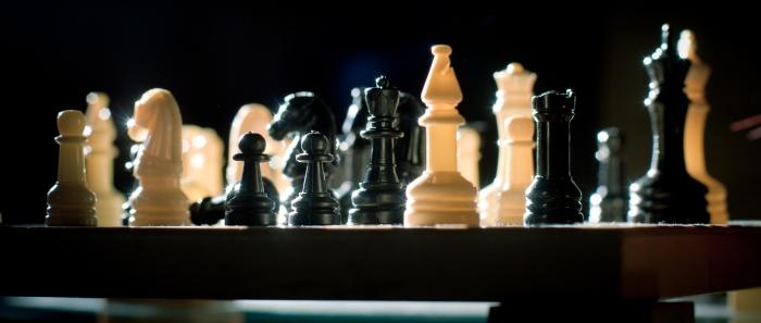 Chessmen_in_backlight